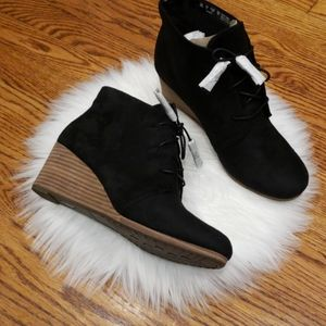 - Dr. Scholl's Women's Dakota Boot